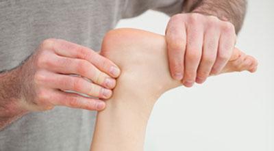 Achilles tendon palpation
