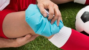 Ice pack knee - First aid for knee injuries