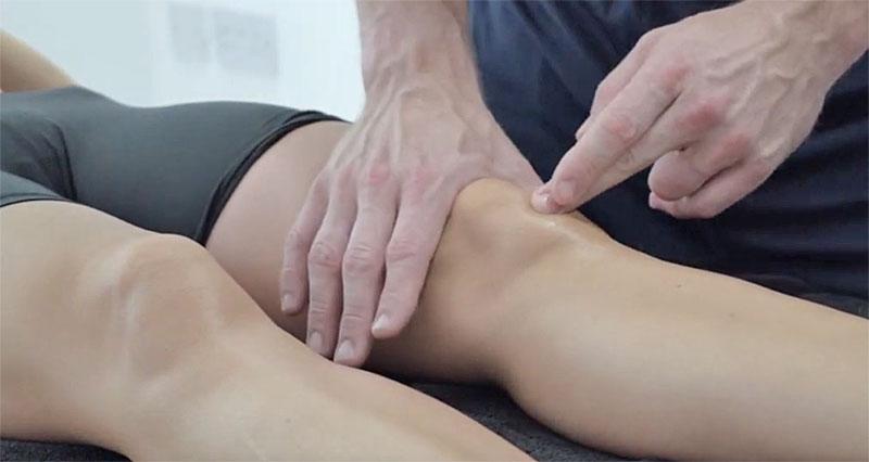 Patella tendonitis cross friction massage